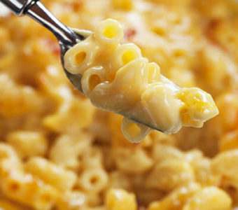 Fork with macaroni and cheese from bowl